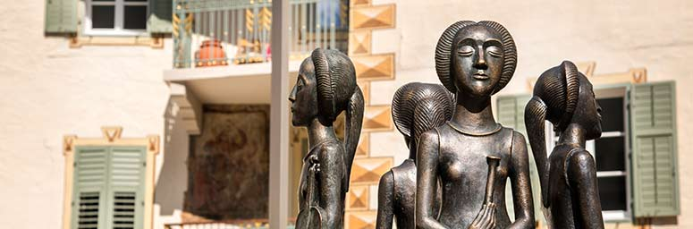 Art in the center of Lana, four sculpture made of metal that represent women