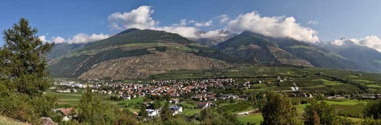Panoramic view of Lasa, in the Venosta valley