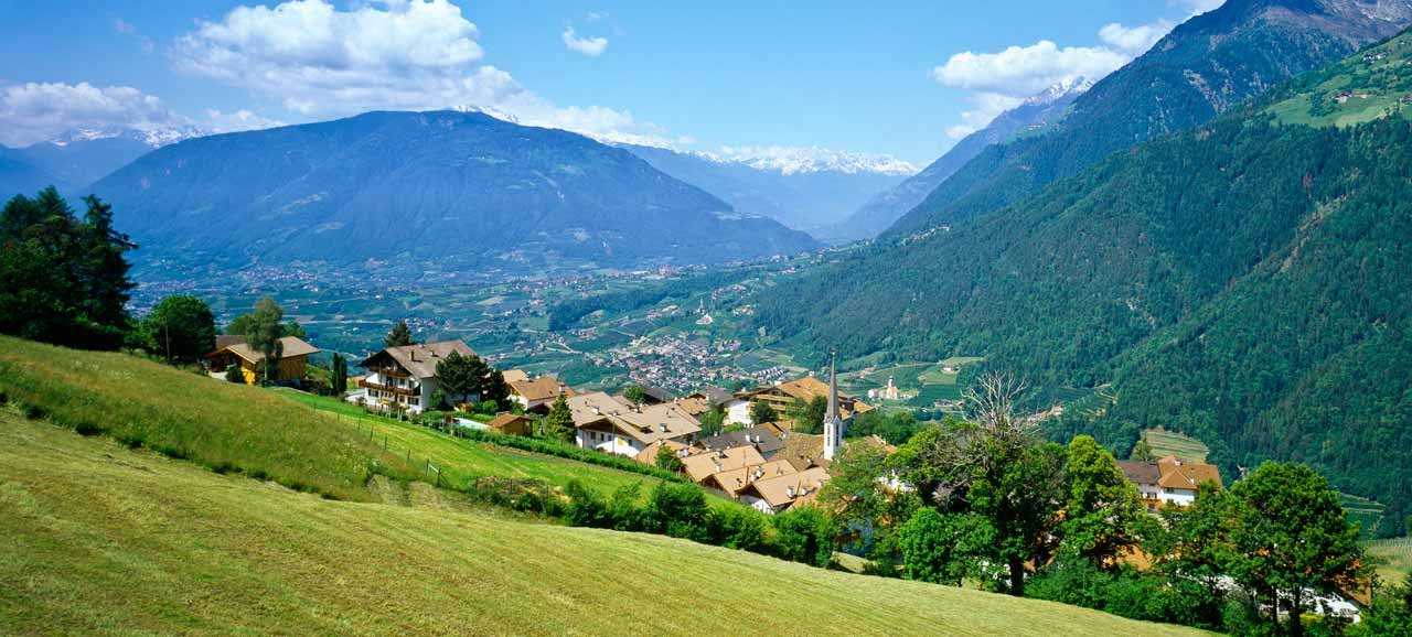 Scena: the village and the natural surroundings