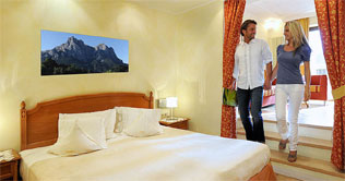 Couple in the room of the Hotel Alpenflora in Castelrotto