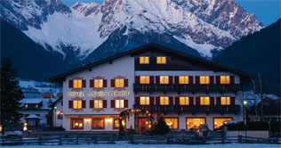 Hotel Antholzerhof ad Anterselva di Sotto di notte