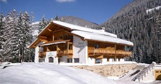 Hotel Arnstein in der Winterlandschaft