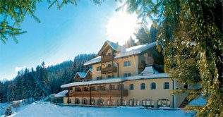 Sonnentag im Winter in Welsberg - Hotel Naturidyll Bad Waldbrunn