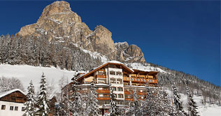 Hotel Sassongher in Corvara in Winter