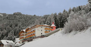 Photo of the Hotel Seehof in the snow