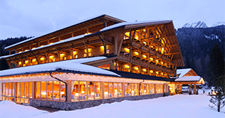 Sport - & Kurhotel Bad Moos is located next to the ski lifts of the Croda Rossa
