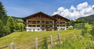 Apartments Pernthaler in Villnöss Valley