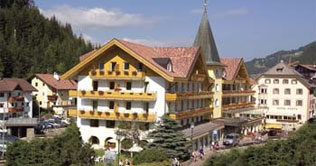 At Selva, Gardena valley, is situated the Hotel Oswald.