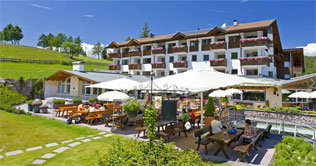 Summer holidays at the Hotel Pinei at Ortisei / Gardena valley